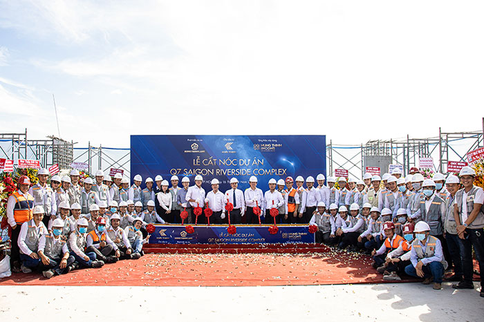 HUNG THINH INCONS CONDUCTS TOPPING OUT OF Q7 SAIGON RIVERSIDE COMPLEX PROJECT