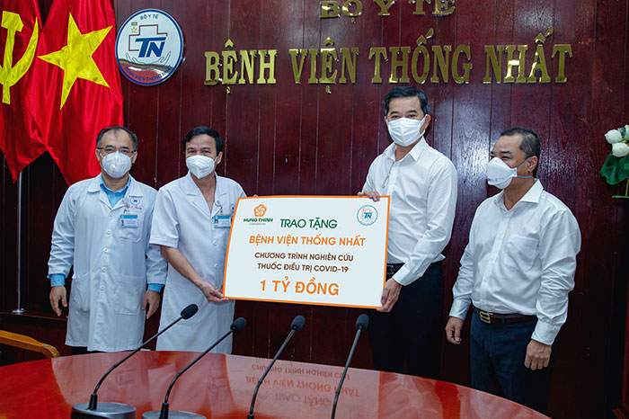 HUNG THINH CORPORATION DONATES VND 1 BILLION TO COVID-19 DRUG RESEARCH PROGRAM OF THONG NHAT HOSPITAL