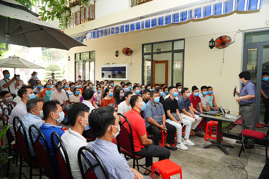 Hung Thinh Corp organized training to equip knowledge and apply some necessary measures for employees on prevention of acute respiratory infections caused by Corona virus