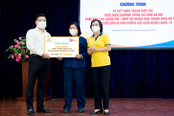 HUNG THINH CORPORATION CONTINUES TO CONTRIBUTE VND 10 BILLION TO BRING MILLIONS OF MEALS FOR THE POOR